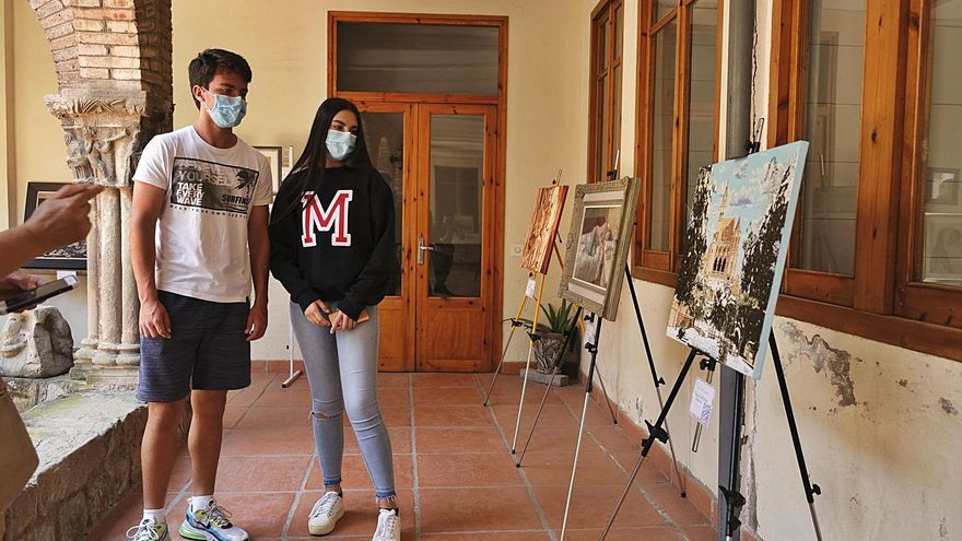 La pintura s'instal·la en el claustre de les Caputxines