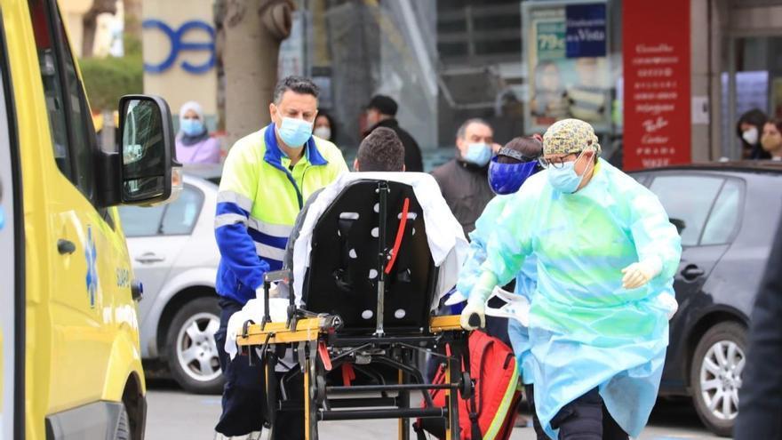 Un hombre resulta gravemente herido tras caer de una grúa en Cartagena