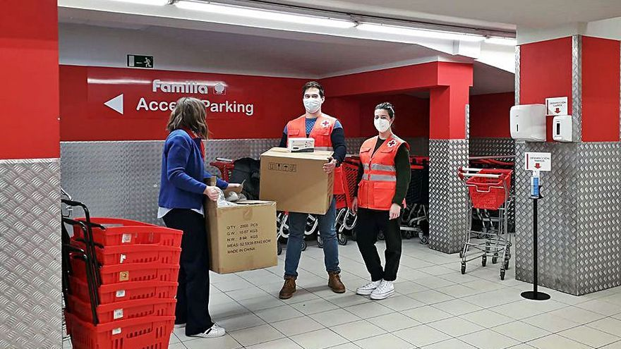 Vegalsa dona 6.000 mascarillas para la Cruz Roja