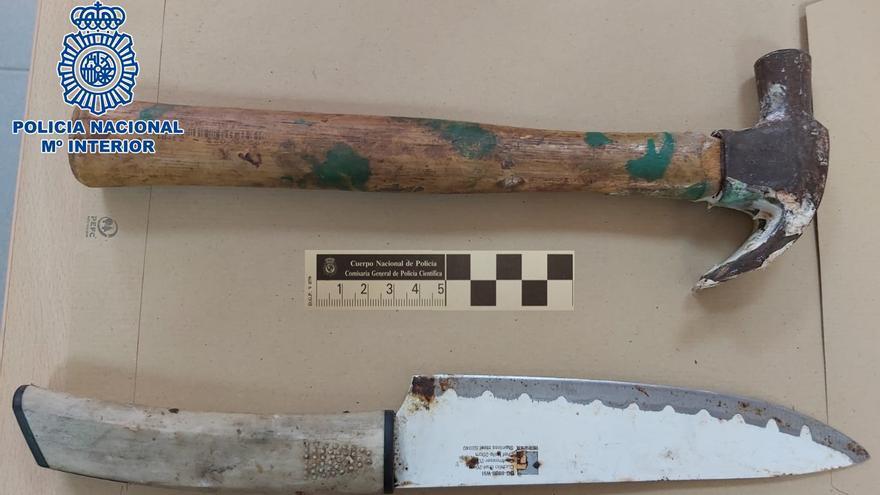 Amenaza con un cuchillo y un martillo al propietario de un bar de Las Palmas de Gran Canaria