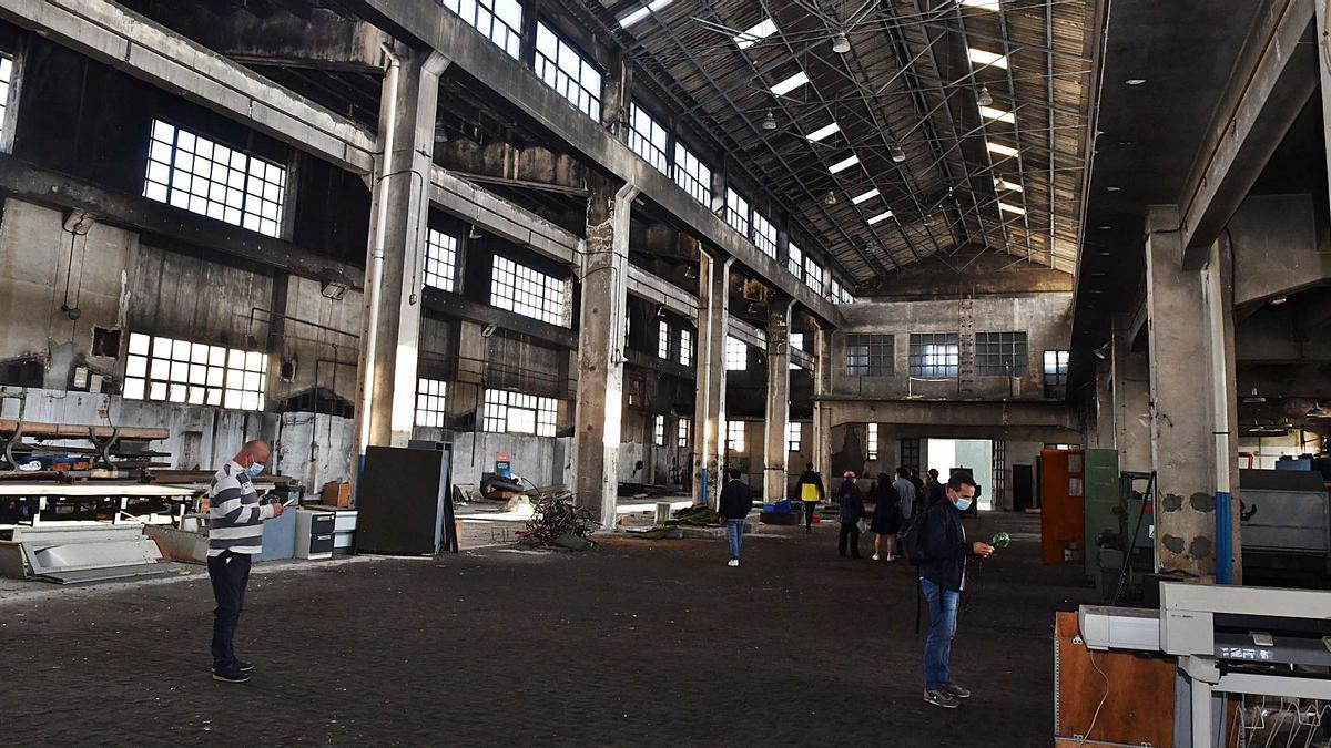 Interior de una de las naves principales de la antigua fábrica de armas. |   // VÍCTOR ECHAVE