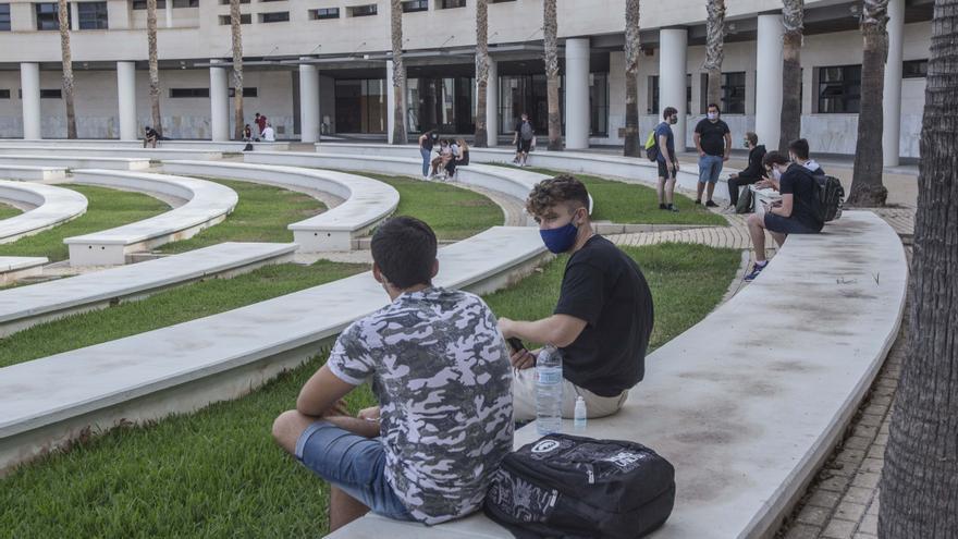 Los contagios se duplican en una semana en la UA