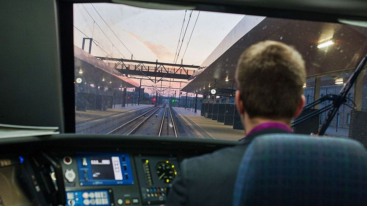 Cabina del tren madrugador antes de su partida en la estación de Zamora.   Emilio Fraile