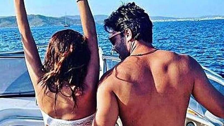 Paula Prendes sorprende con su nuevo novio en una foto navegando