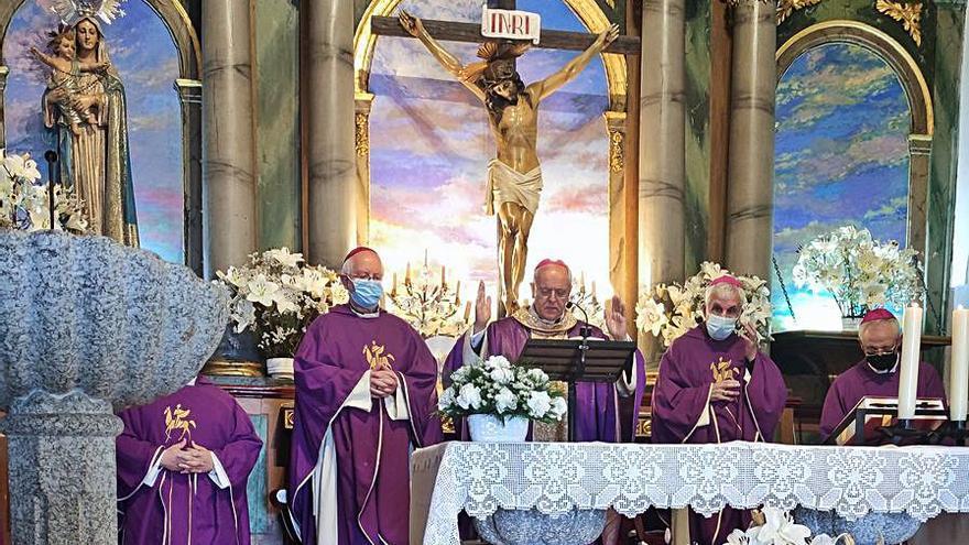 El obispo de Ourense presidió el funeral de su padre