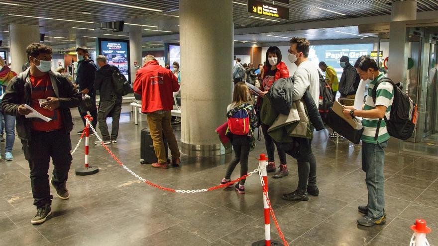 El PP pide que España pague las PCR a turistas y bonifique las tasas aéreas un 25 %