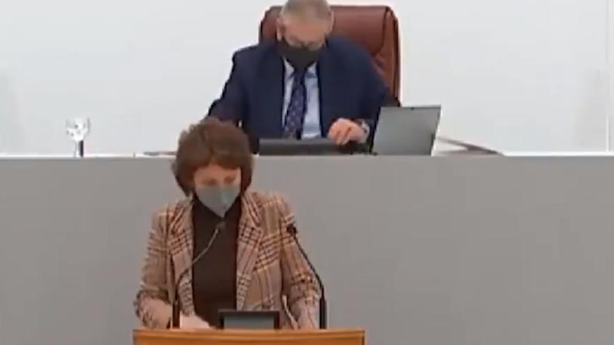 """Podemos estalla contra Alberto Castillo tras retirarle el uso de la palabra a su diputada: """"Vaya un sinvergüenza"""""""