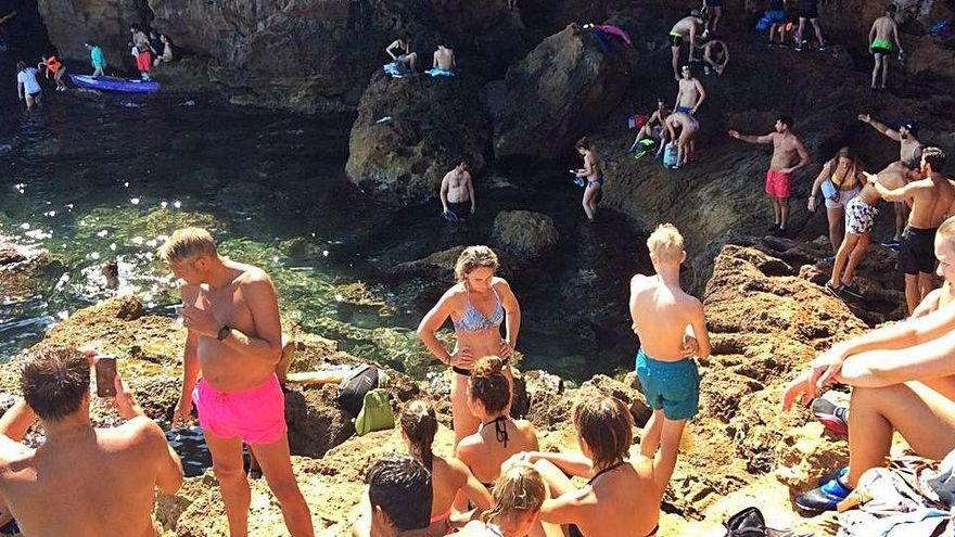 Los excursionistas que acudan a la Cova Tallada de Xàbia deberán llevar mascarilla y guantes