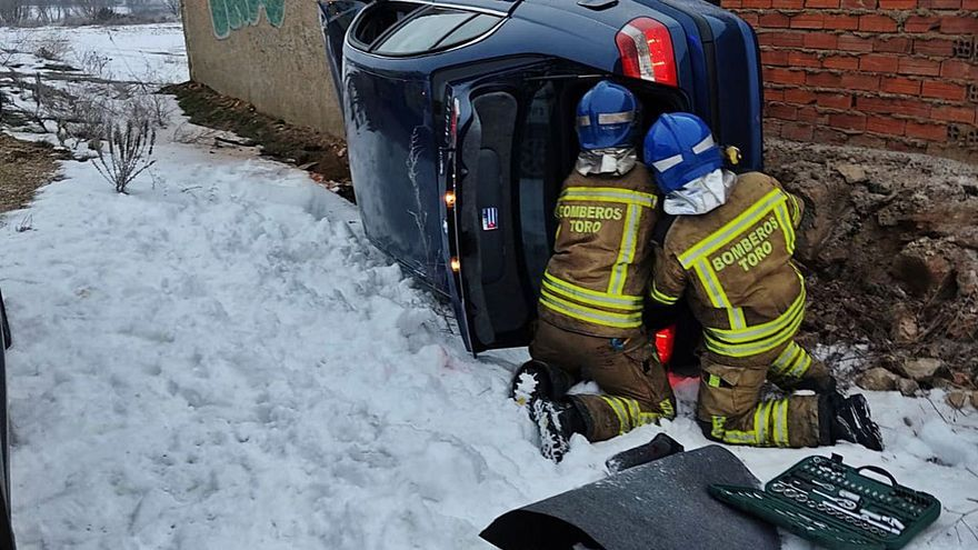 Las placas de hielo causan 13 accidentes leves en las carreteras de la provincia