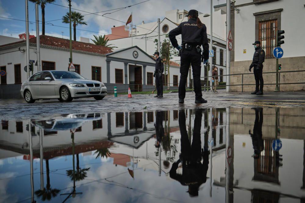 Control Policia Nacional en la Plaza Weyler
