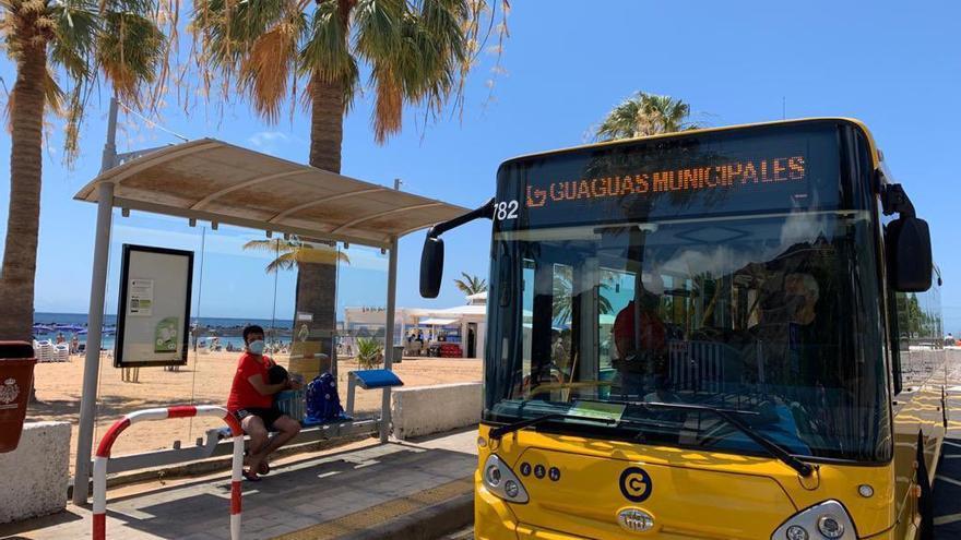 Titsa prueba desde hoy las prestaciones de una guagua de Las Palmas en Santa Cruz