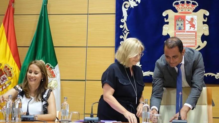Lola García asume la presidencia insular a tres días de una moción de censura