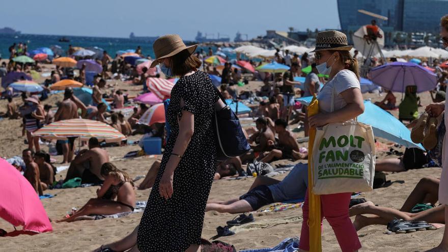 Los positivos en Cataluña bajan a 590 en el último día