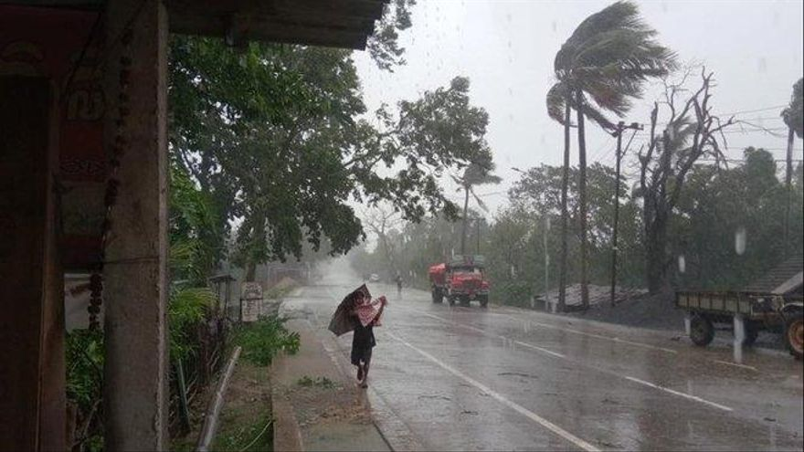 Últimas evacuaciones en India y Bangladés por la llegada inminente del superciclón 'Amphan'