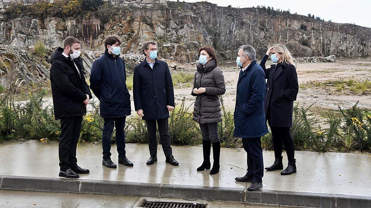 Responsables del Concello y de la Xunta, en una visita al polígono de Morás. |   // CARLOS PARDELLAS