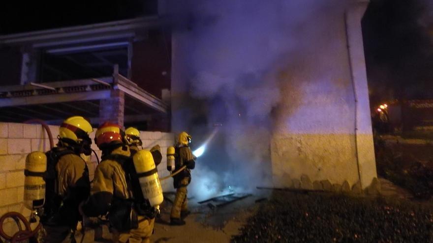 Una explosión causa un incendio en una vivienda de Los Balcones de Torrevieja