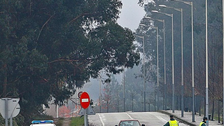 Controles policiales en la frontera lusa por el cierre de Galicia durante el puente