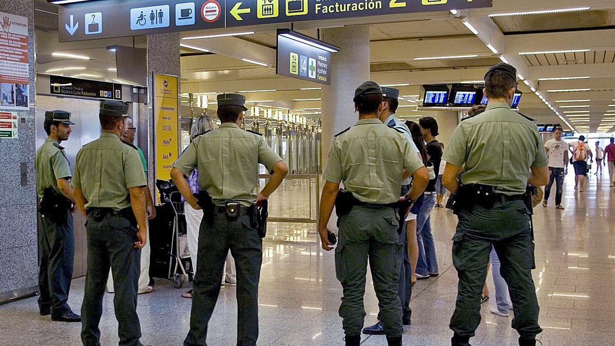 Agentes de la Guardia Civil en Son Sant Joan, donde ocurrieron los hechos en agosto de 2017.