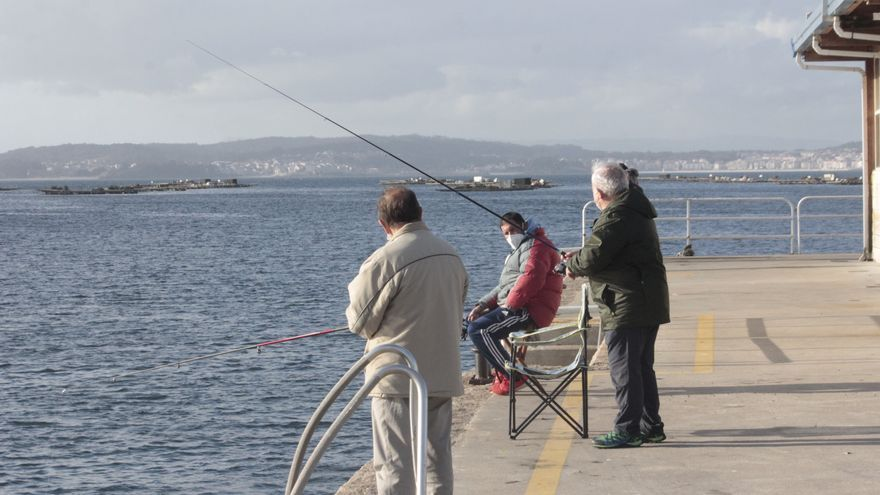 Portos permitirá la pesca recreativa, con condiciones, en Cangas, Bueu, Meira y Domaio