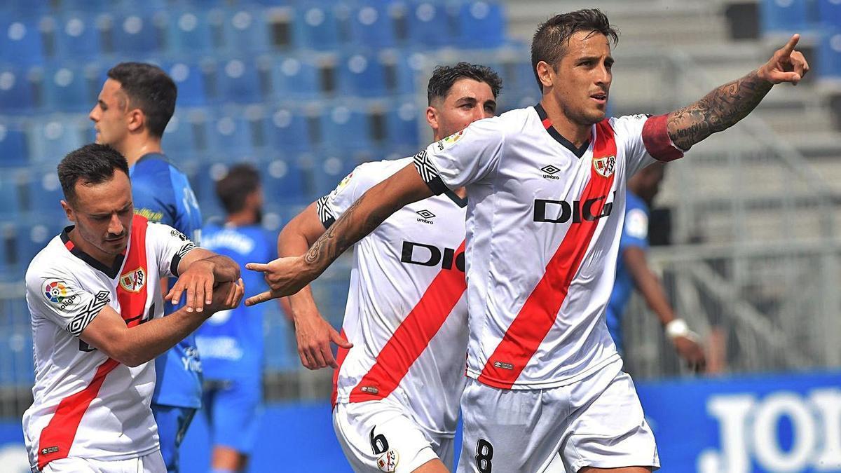 Óscar Trejo celebrant el segon gol contra el Fuenlabrada.   RAYO VALLECANO