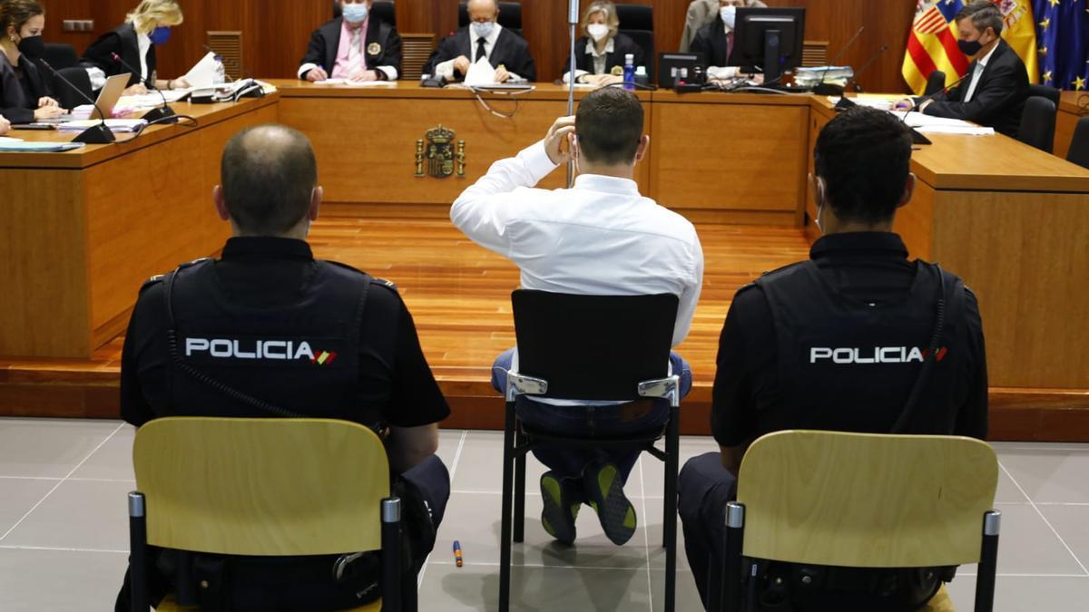 El acusado, en el banquillo de la Audiencia de Zaragoza.