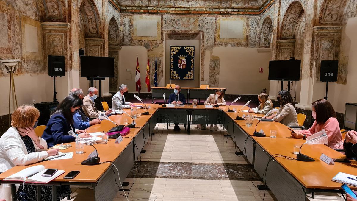 Reunión en la Junta de representantes de las Rutas del Vino de Castilla y León