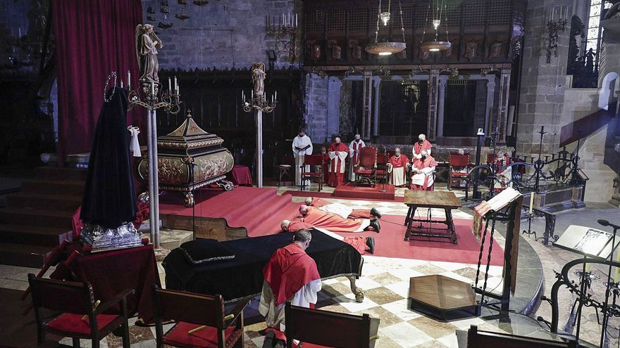 Un Viernes Santo restringido en la Catedral
