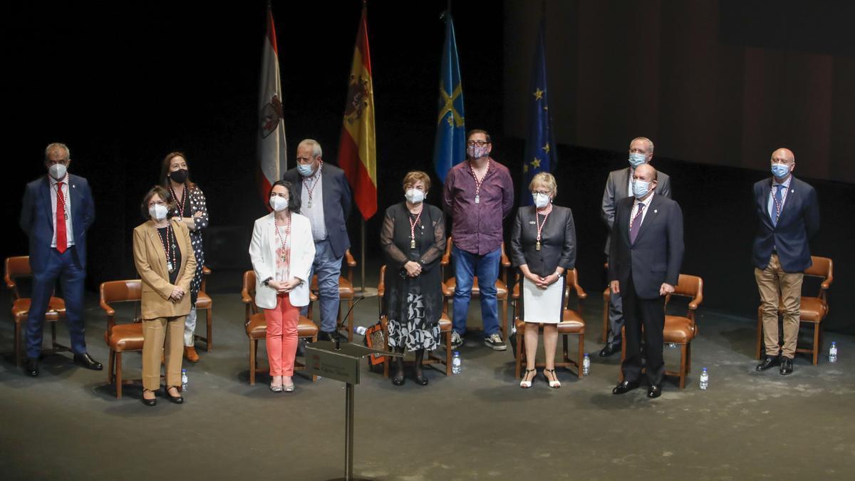 Entrega de honores y distinciones de Gijón en el teatro Jovellanos