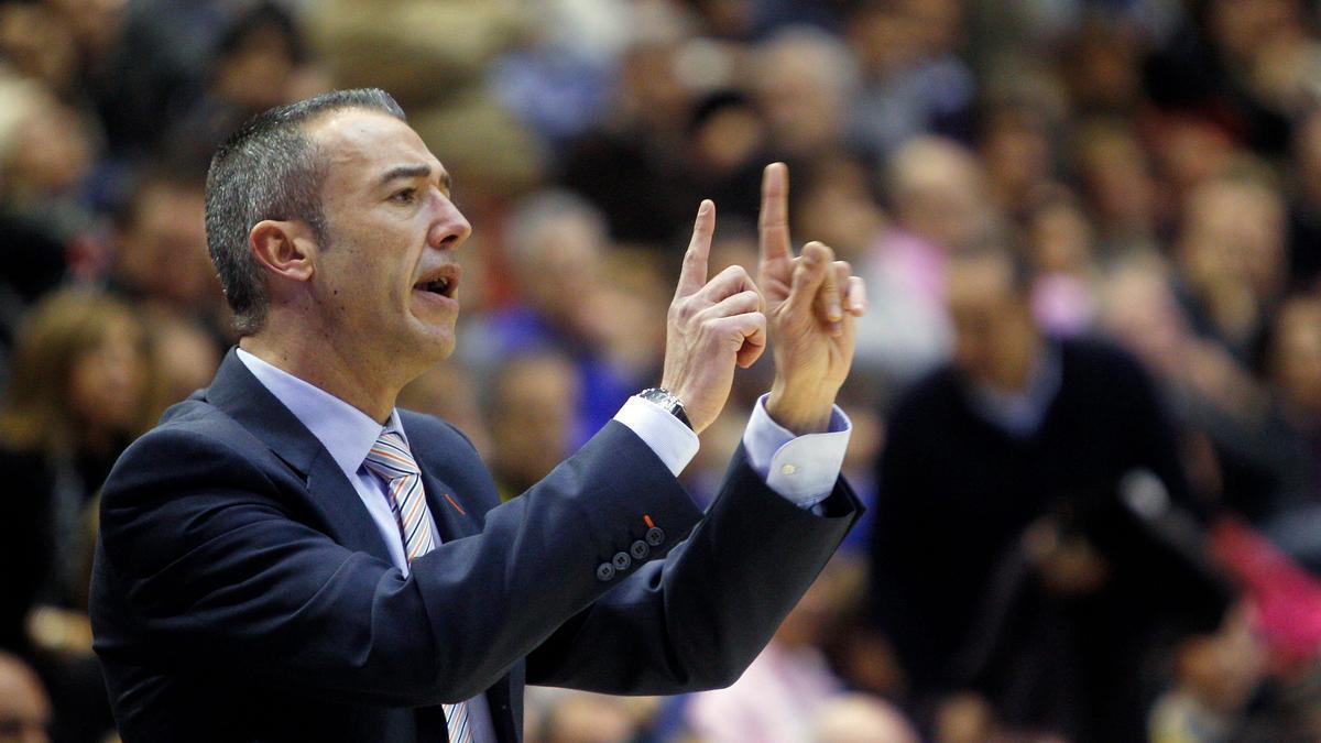 Paco Olmos, en su última etapa como entrenador del Valencia Basket