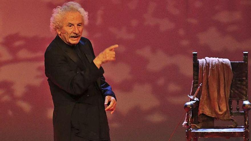 El artista, en su actuación en el Teatro Principal. | José Luis Fernández
