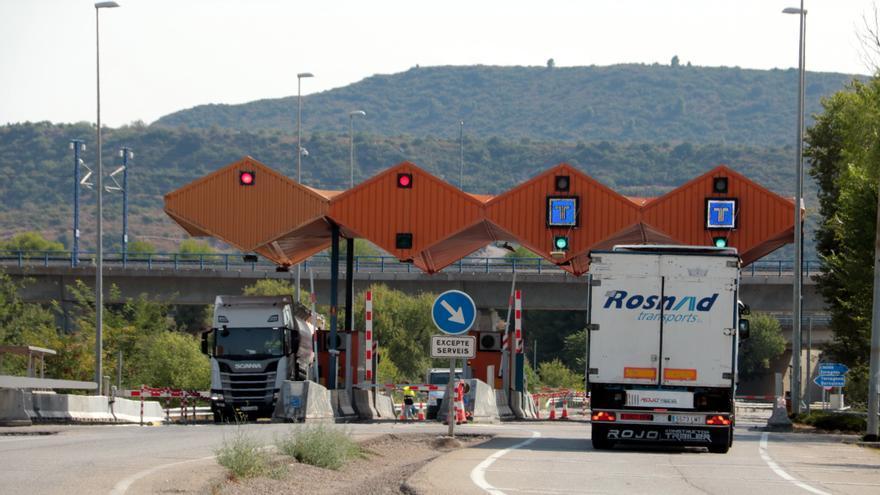 Tarda de diumenge complicada a l'AP-7 per dos accidents a la Roca del Vallès i Fogars de la Selva