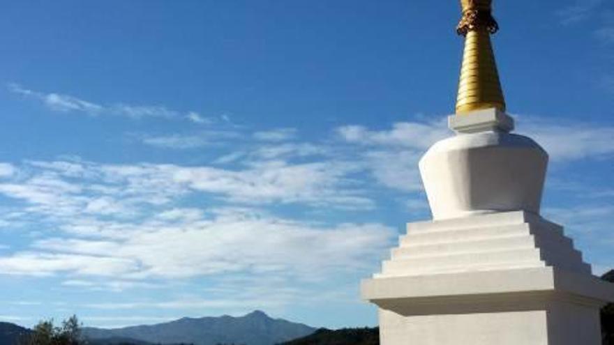 El monument que ha d'unir els budistes i el poble de Santa Coloma