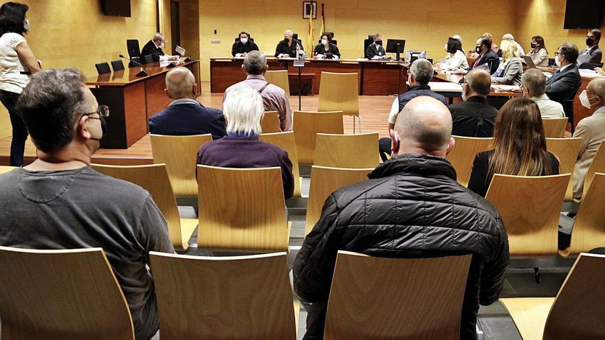 Dotze gironins condemnats per tràfic d'armes no entraran a la presó