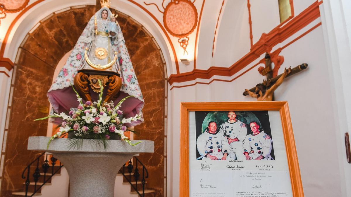 La cofradía de la Virgen de Luna de Pozoblanco conserva correspondencia de los tres astronautas.