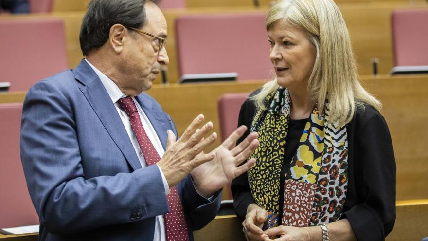 Bravo envía a casa al  90 % de los funcionarios de las conselleries