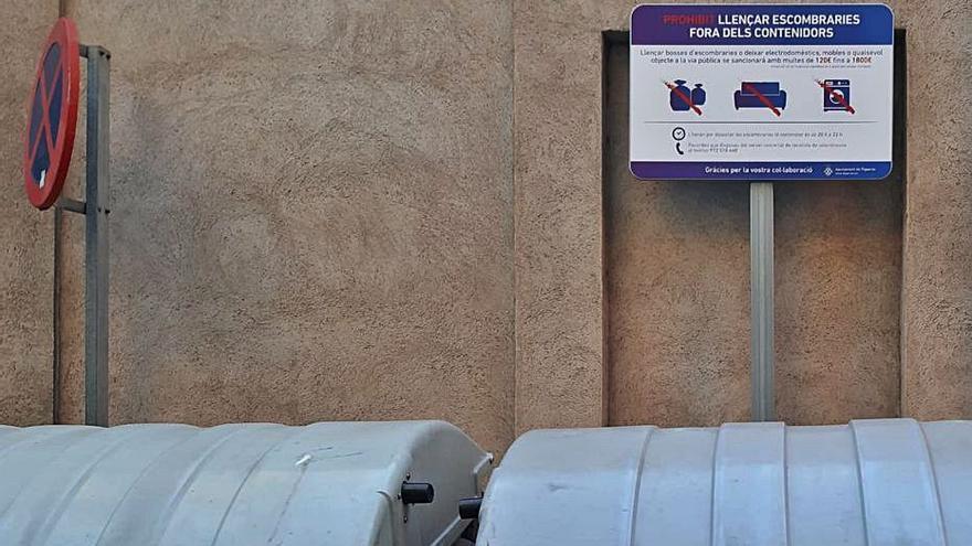 A Figueres s'estan instal·lant senyals per a un bon ús dels contenidors
