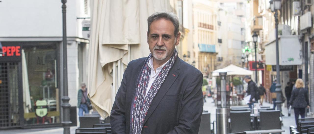 Manuel Jiménez, en una terraza del entorno de Castaños.