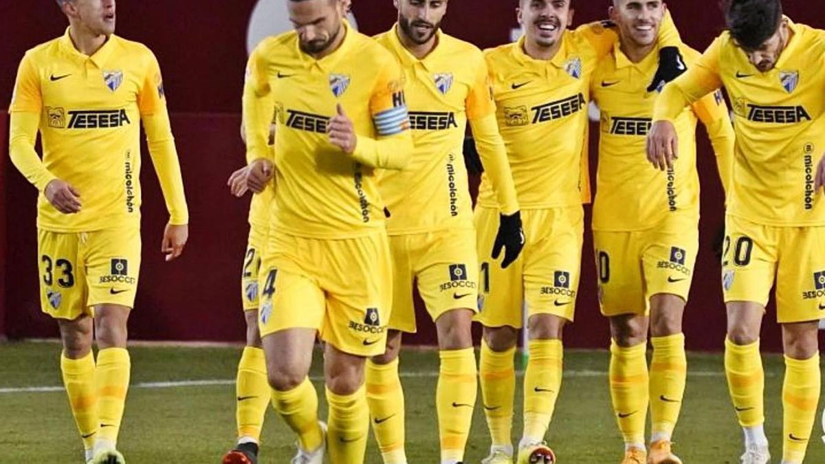 Los jugadores del Málaga CF celebran el tanto de Jairo en el Carlos Belmonte.