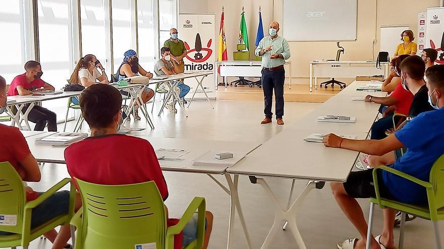 El diputado de Desarrollo Rural inaugura en Monesterio un curso de despiece de animales