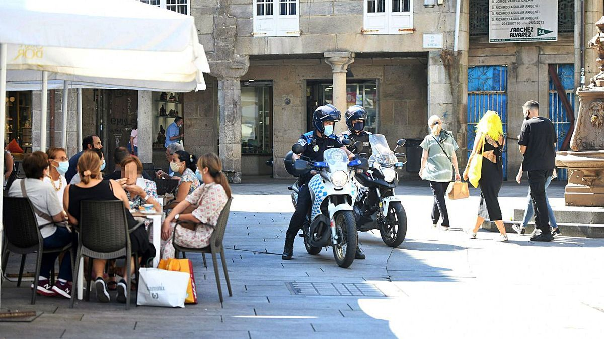 Un anterior control de las normas COVID-19 por parte de la Policía Local de Pontevedra.   | // GUSTAVO SANTOS