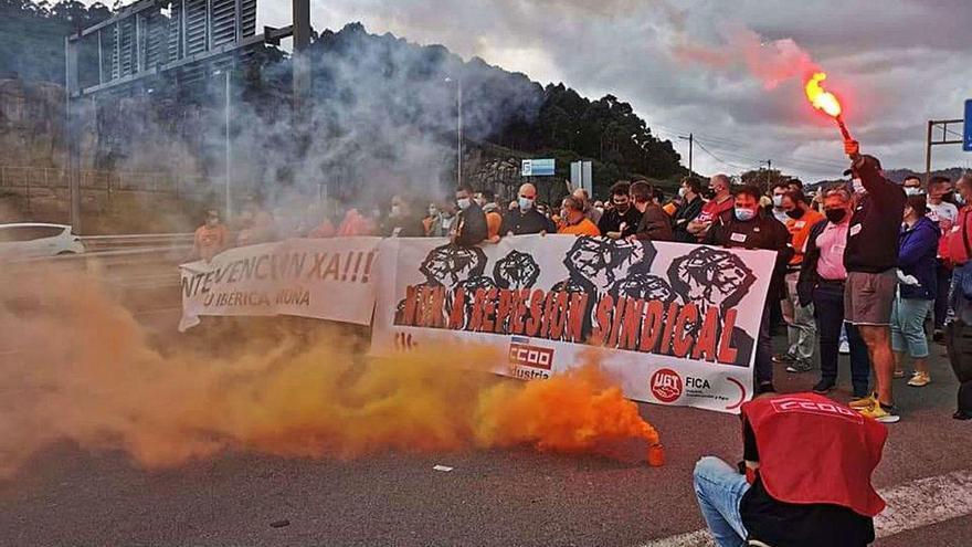 """Alu Ibérica expedienta al líder sindical y el comité lo atribuye a una táctica de """"acoso"""""""