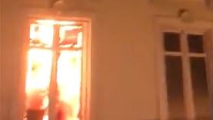 Un incendio afecta a la librería Proteo
