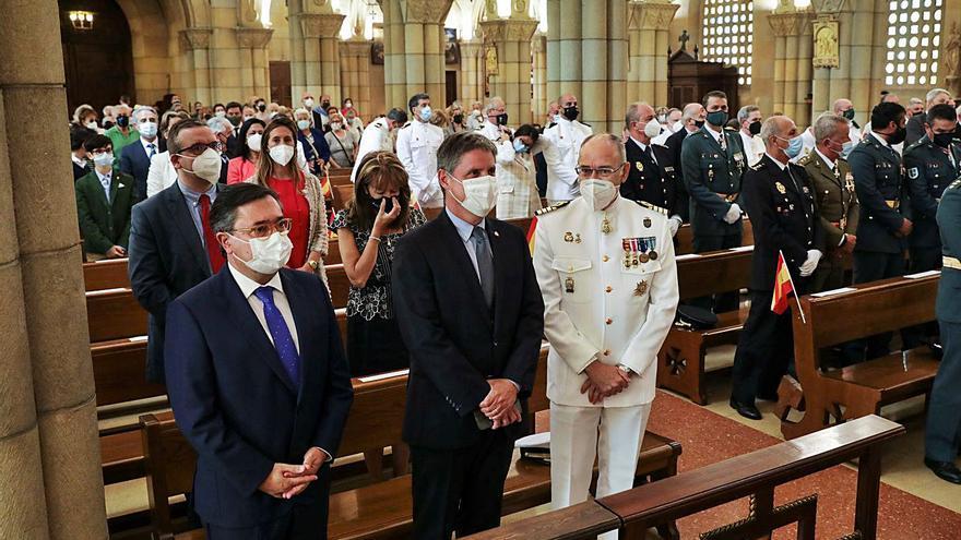 El comandante naval debuta con la misa por la Virgen del Carmen
