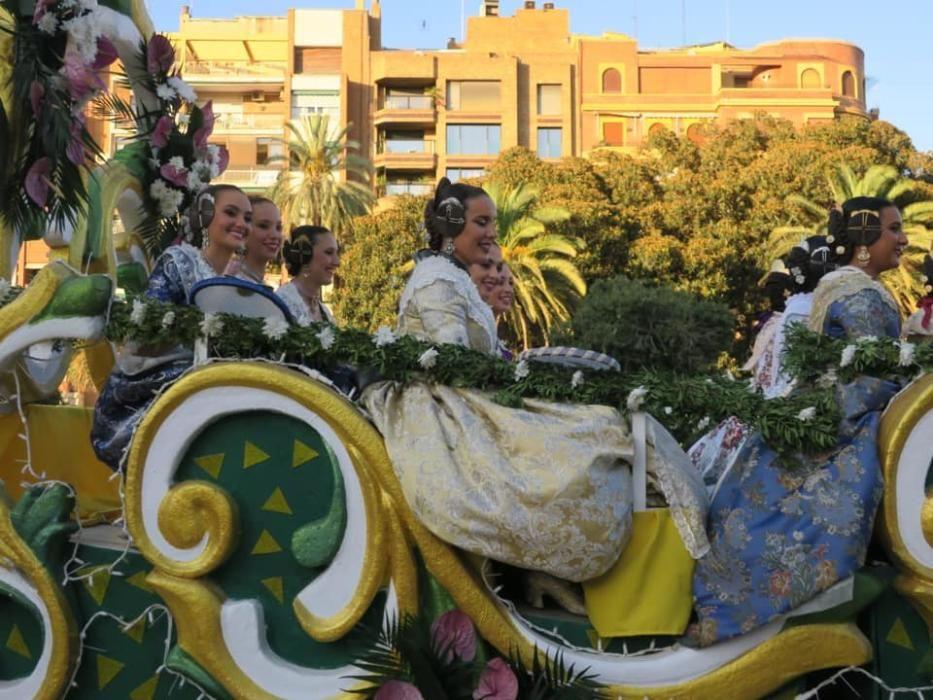 En la carroza de la Batalla de Flores