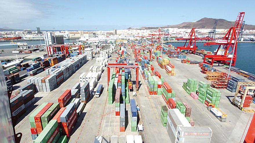 """La CNMC reitera que el transporte en Canarias se subvencione a coste """"eficiente"""""""