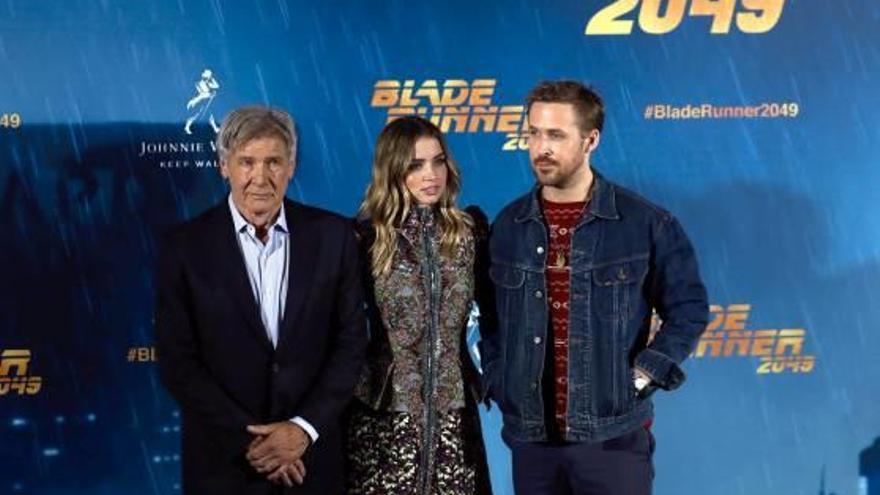 Ford i Gosling prometen més misteri a «Blade Runner 2049»