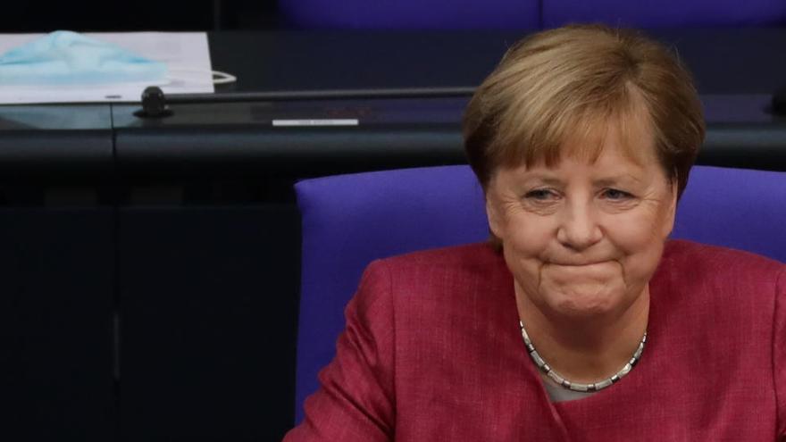"""Merkel pide acatar las restricciones """"para evitar un segundo confinamiento"""""""