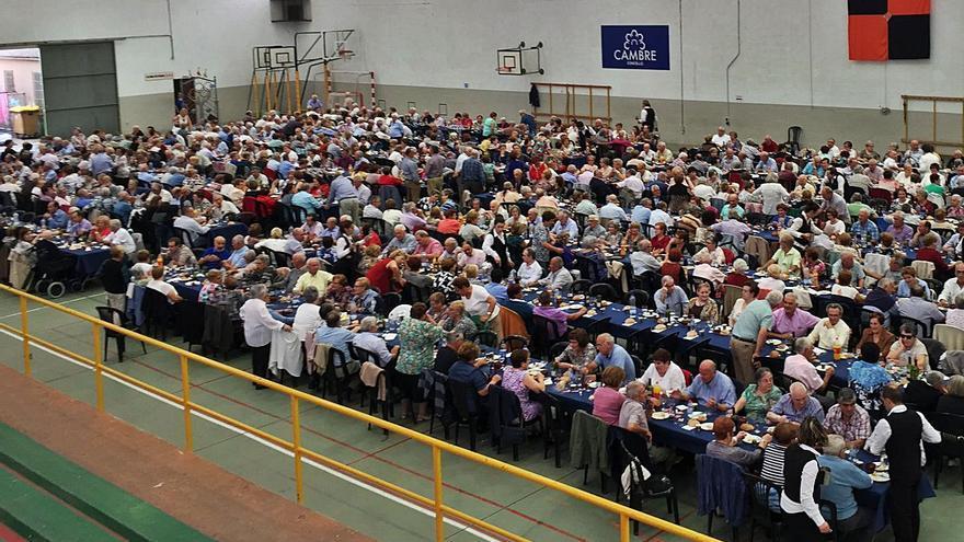 Cambre rescinde el contrato de la comida de mayores por deficiencias graves en el servicio