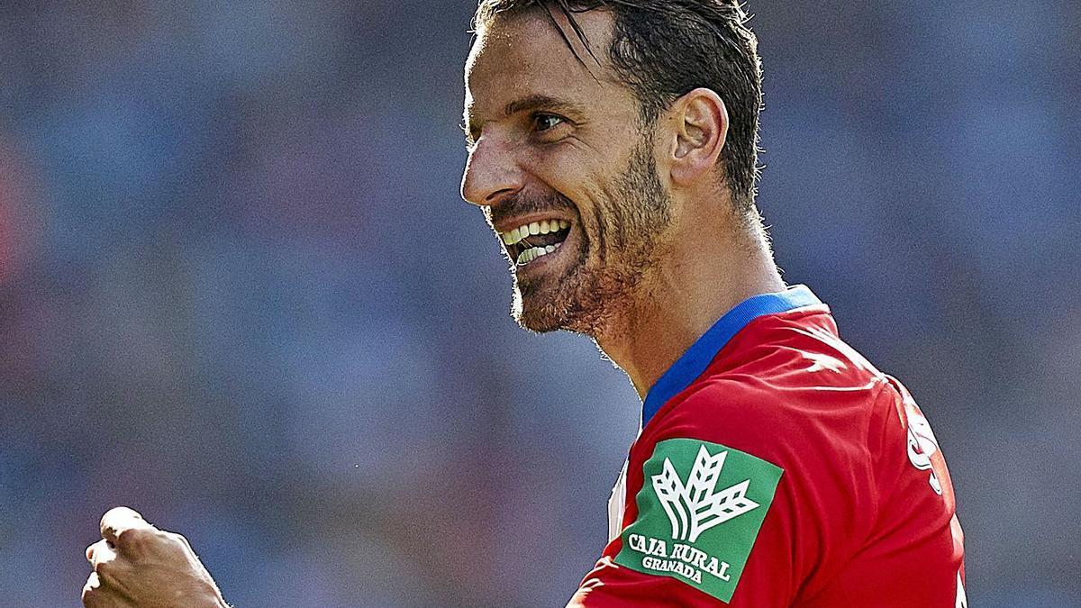 Roberto Soldado celebra un gol amb el Granada.   EFE