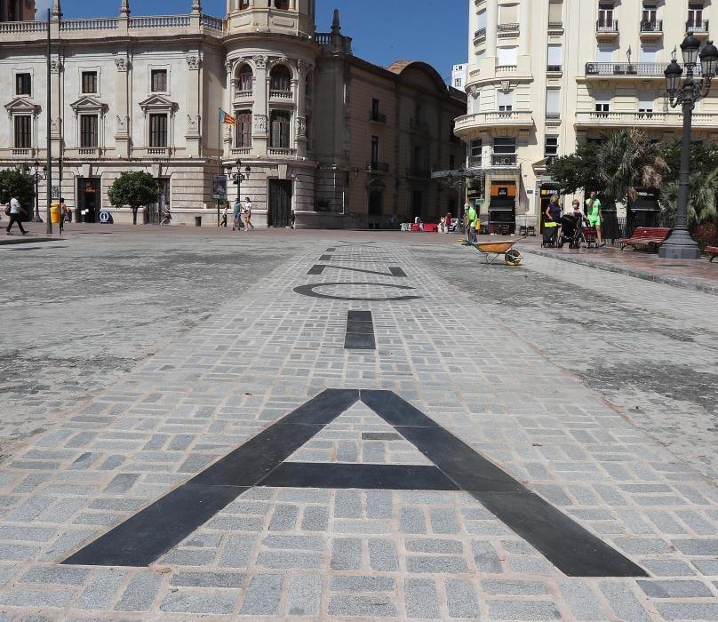 Así luce ya la plaza del Ayuntamiento tras la peatonalizacion